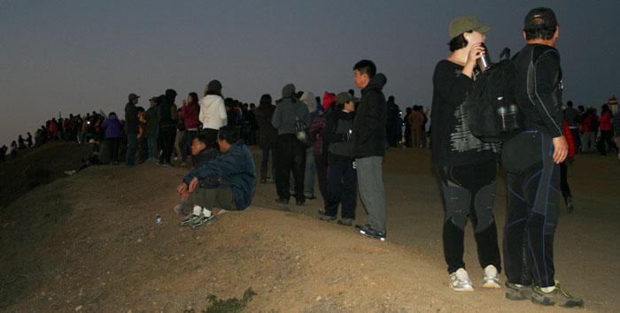 1-2014sunrise-crowd.jpg