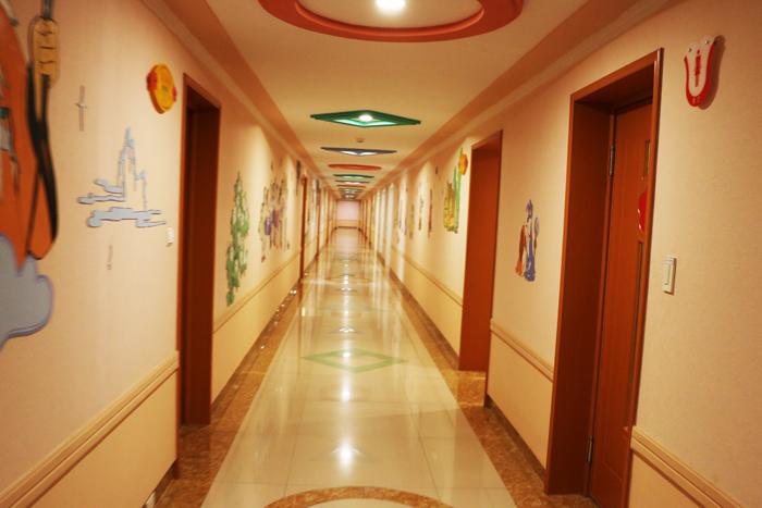 1-wonsan-songdowon-corridor.jpg