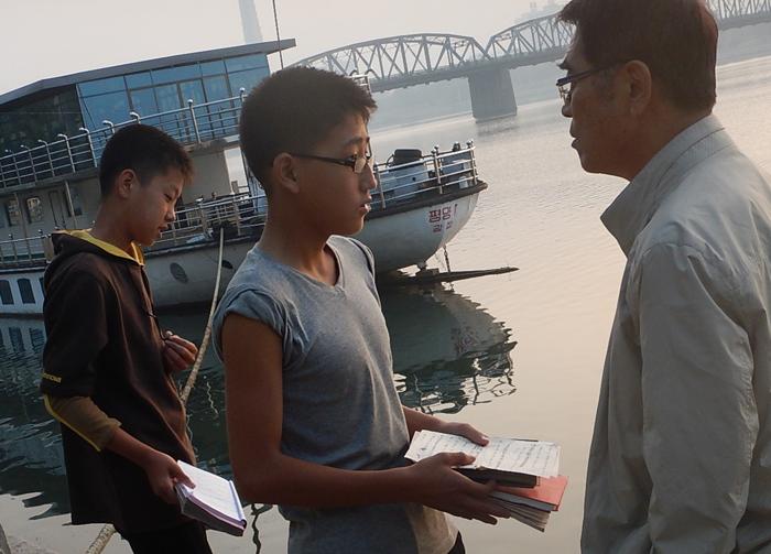 1-nk2014-daedongriver-students.jpg