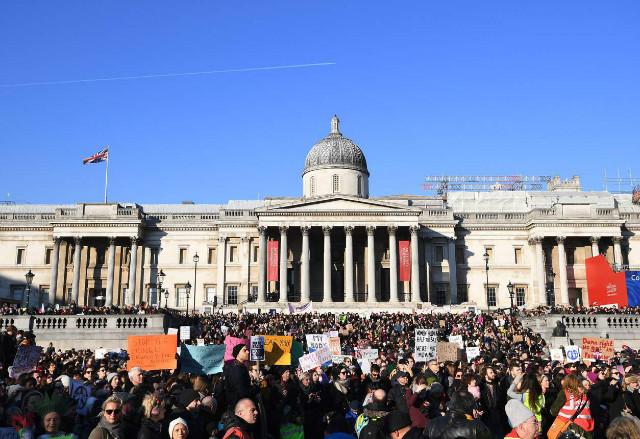트럼프반대-여성시위01-런던.jpg
