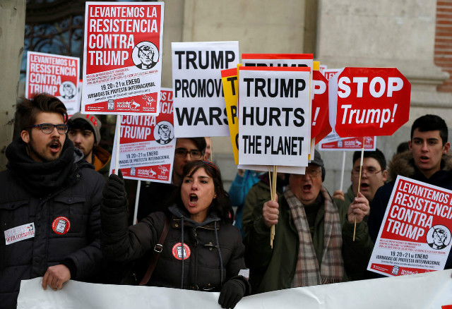 트럼프반대-여성시위01-마드리드.jpg