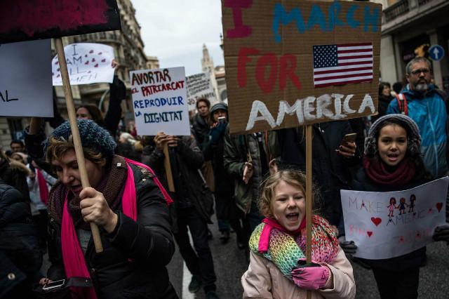 트럼프반대-여성시위01-스페인.jpg
