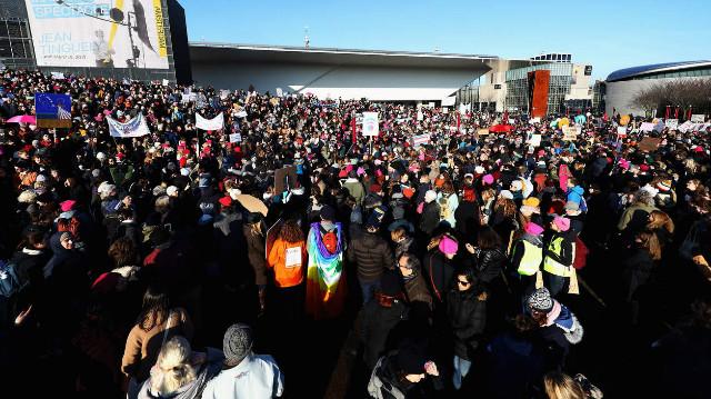 트럼프반대-여성시위01-암스텔담.jpg