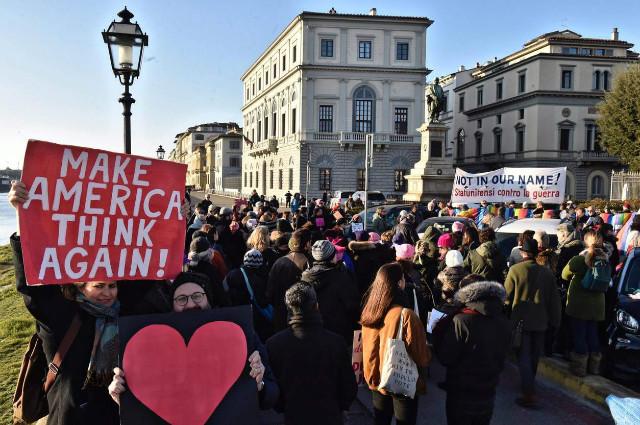 트럼프반대-여성시위01-이태리.jpg
