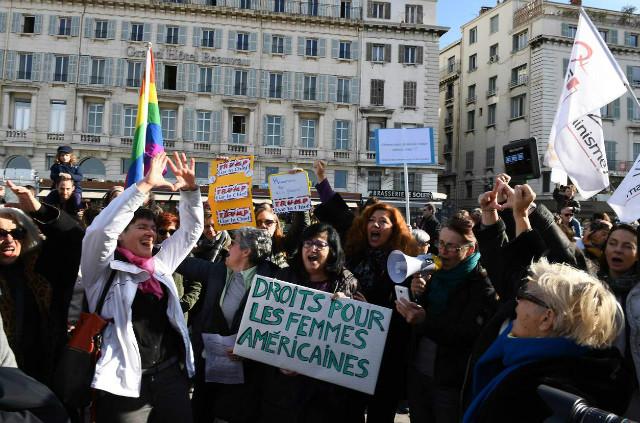 트럼프반대-여성시위01-프랑스.jpg
