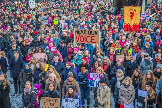 트럼프반대-여성시위-놀웨이오슬로.jpg