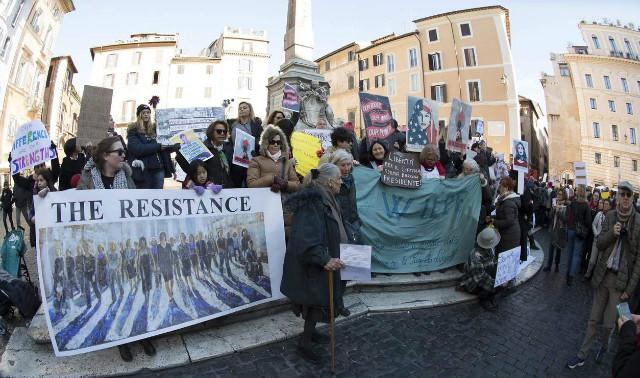 트럼프반대-여성시위-로마.jpg