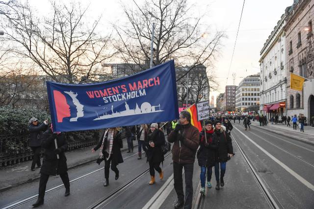 트럼프반대-여성시위-스톡홀름.jpg