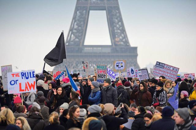 트럼프반대-여성시위-파리.jpg