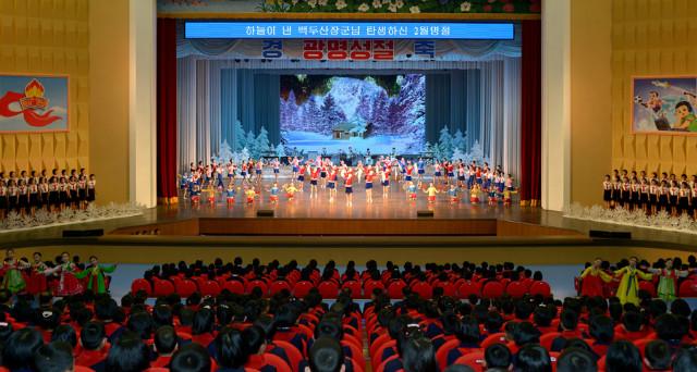 광명성절-75돌-학생공연.jpg