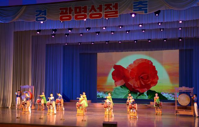 광명성절-75돌-학생공연01.jpg