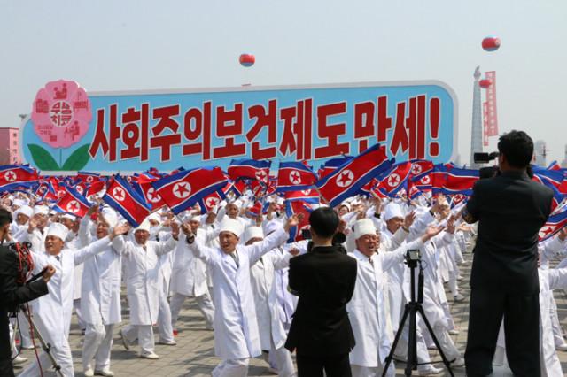방북74-열병식구호02.jpg