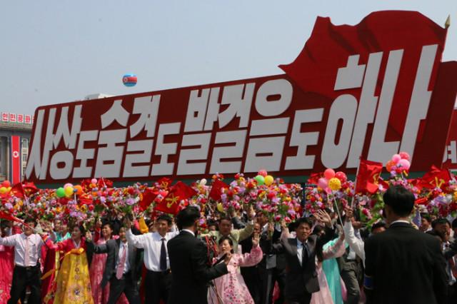 방북74-열병식구호08.jpg