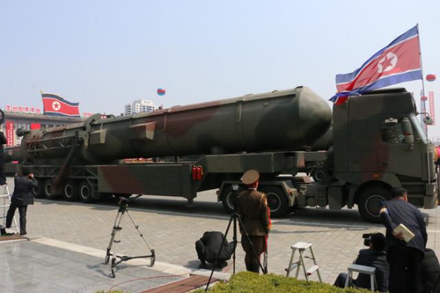방북74-열병식무장력시위.jpg