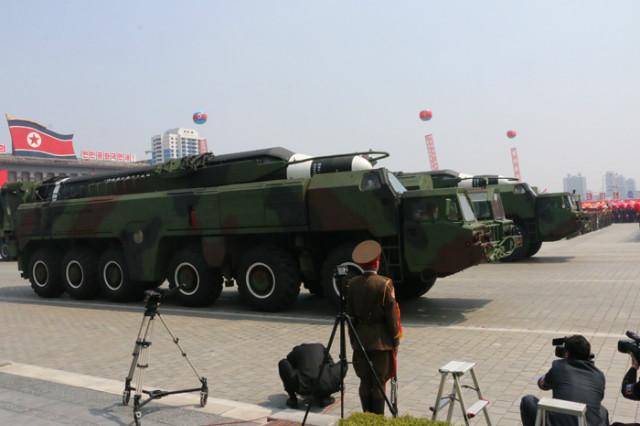 방북74-열병식무장력시위05.jpg