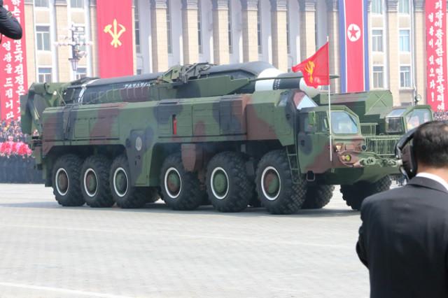 방북74-열병식무장력시위06.jpg