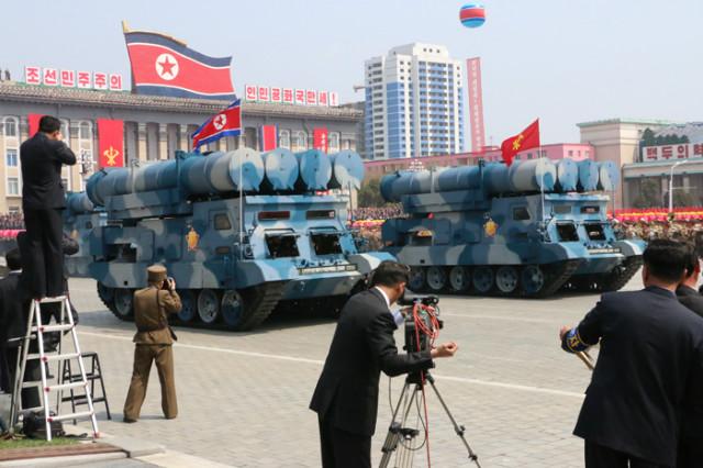 방북74-열병식무장력시위11.jpg