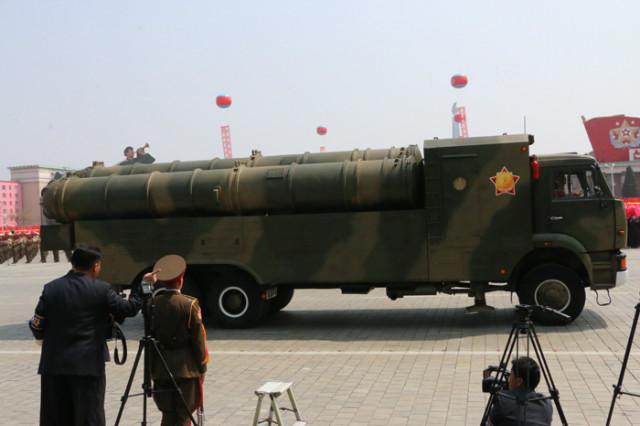 방북74-열병식무장력시위12.jpg