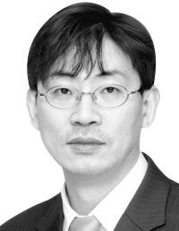 경향신문-유신모기자.jpg
