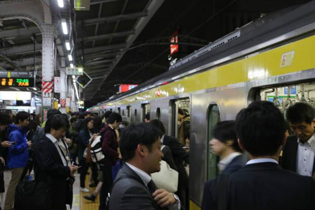 일본통일-지하철분위기01.jpg