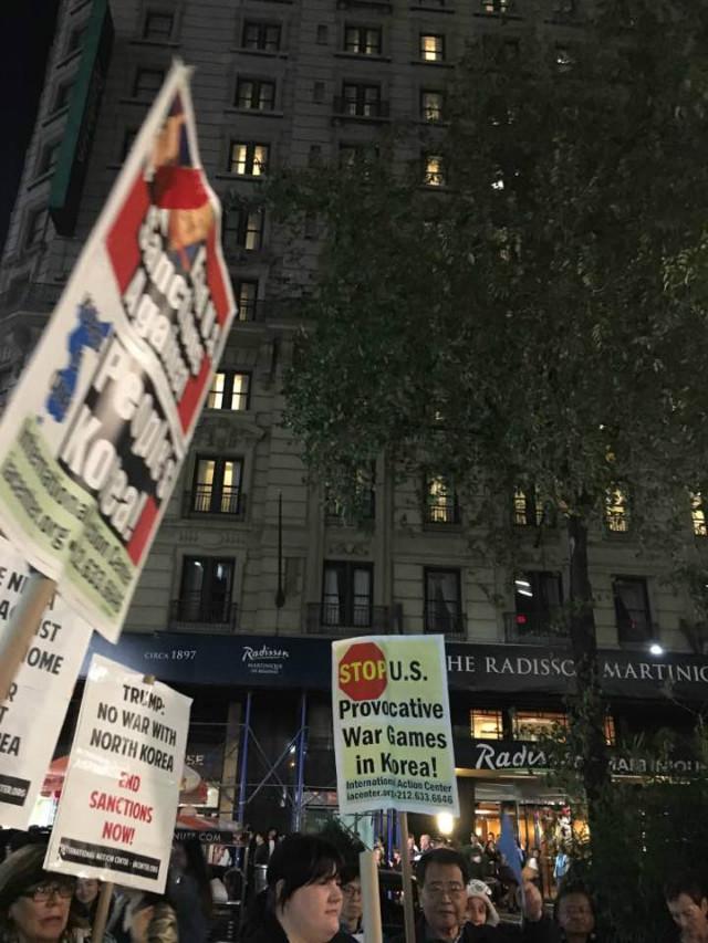 뉴욕-트럼프반대시위03.jpg