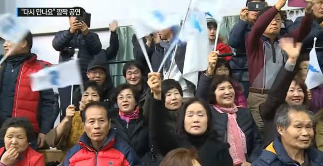평창-북응원단공연에 황홀.jpg