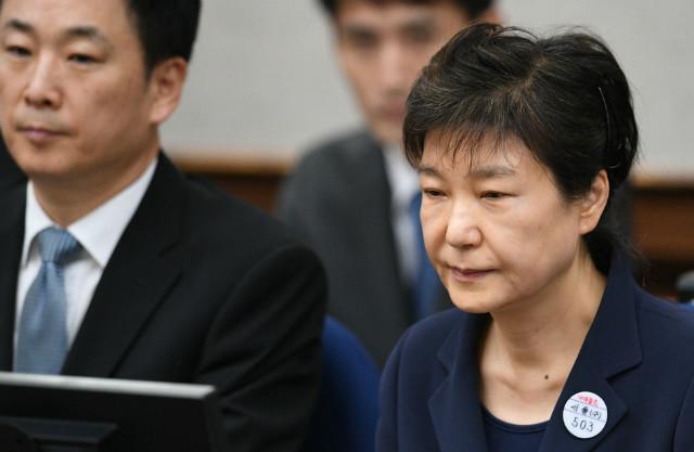 박근혜선고불참석.JPG