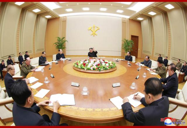 김정은위원장정치국회의01.jpg