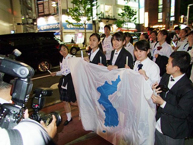 남북정상만남-재일청년환영시위06.JPG
