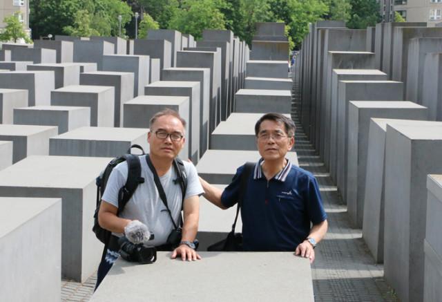 독일-부란덴부르그광장-유대인희생자들추모비.jpg