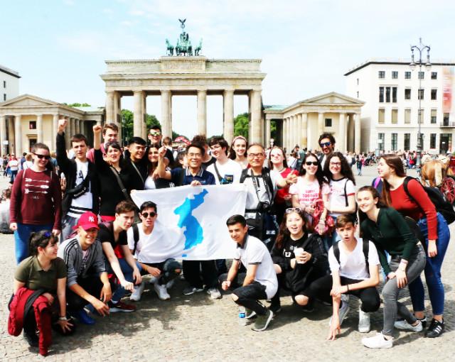 독일-부란덴부르그광장-광장스페인젊은이들.jpg