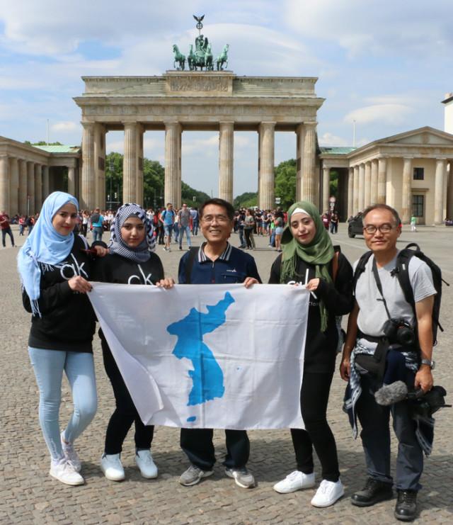 독일-부란덴부르그광장-광장시리아학생들.jpg