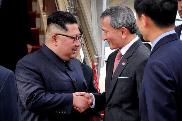 김정은위원장-싱가폴도착01.jpg