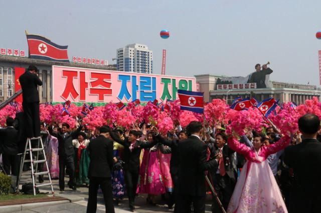 방북74-열병식구호003.jpg