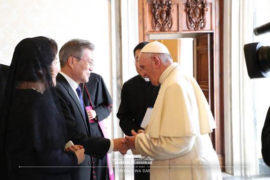 문재인-교황접견.jpg