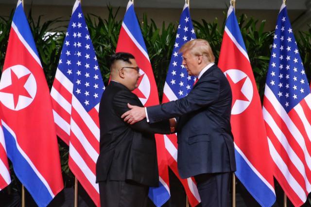 김정은-트럼프악수사진.jpg