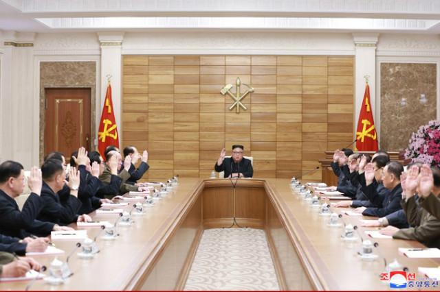 김정은-정치국회의2019.jpg