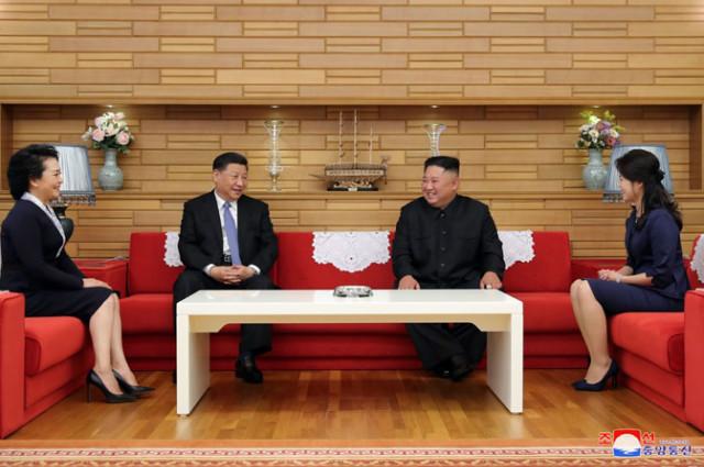 김정은-시진핑환담01.jpg