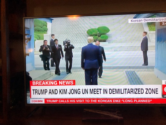 트럼프-문재인판문점회동-김정은03.jpg