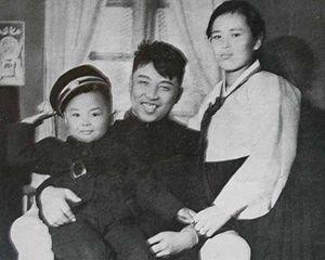 김일성주석과 가족들.jpg