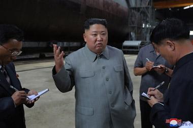 김정은잠수함현지지도.jpg