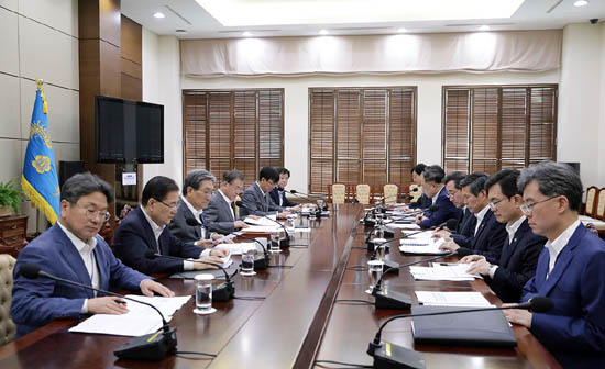 청와대대일정부 대책회의.jpg
