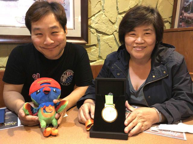 김지수-엄마와 우승자랑.jpg