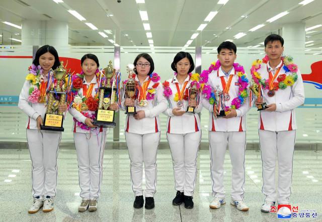조선의 청년대학생들.jpg